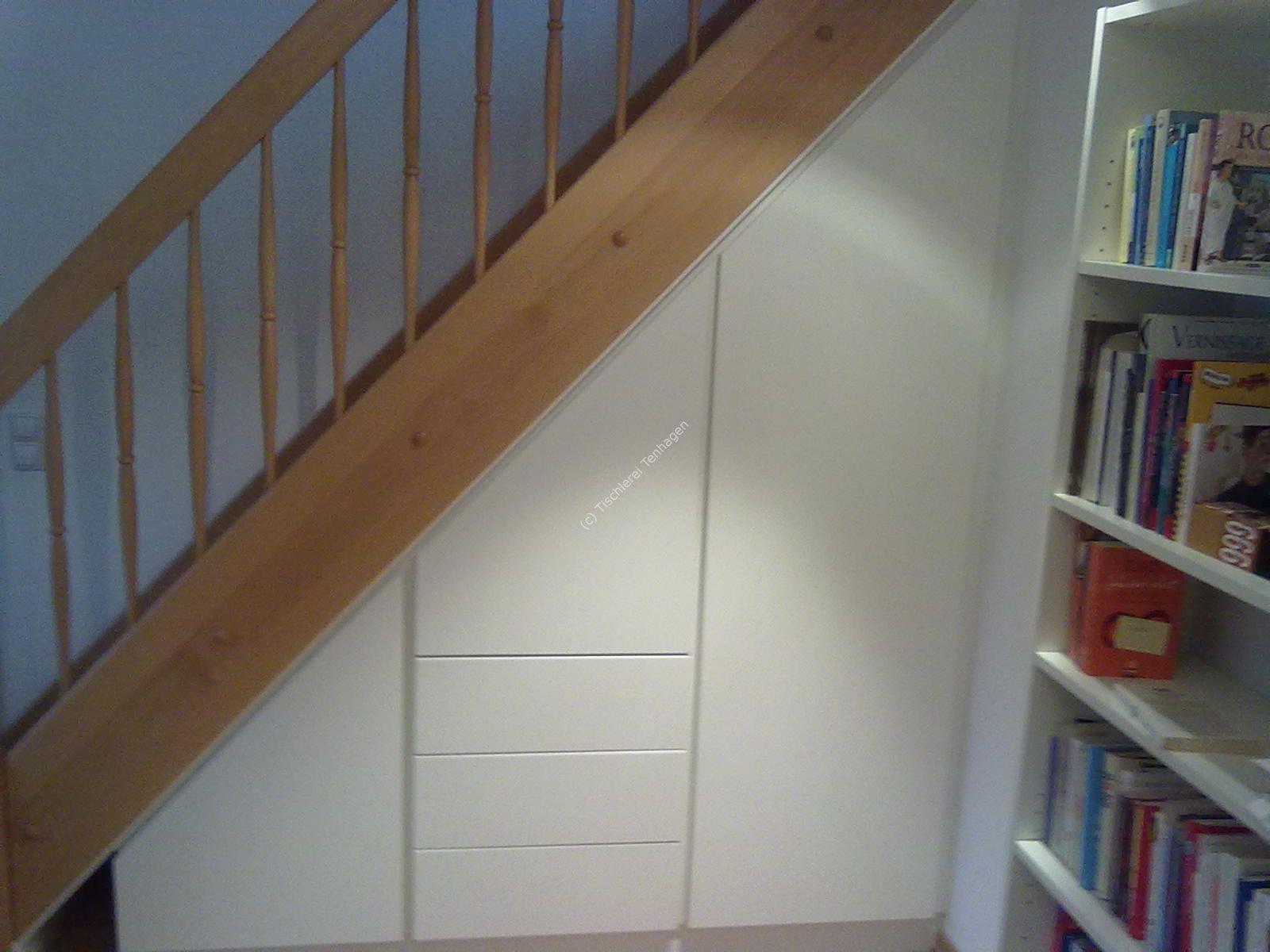 Treppen-Schrank