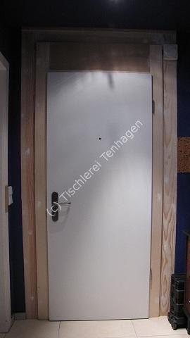 Wohnungseingangstr im Blendrahmen streichfhig an alte Trzarge mit Deckleisten angepasst Klimaklasse III Spion Schallex